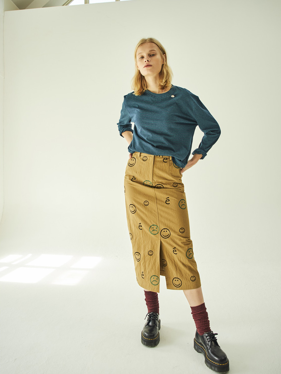 SMILE EMBROIDERED SKIRT